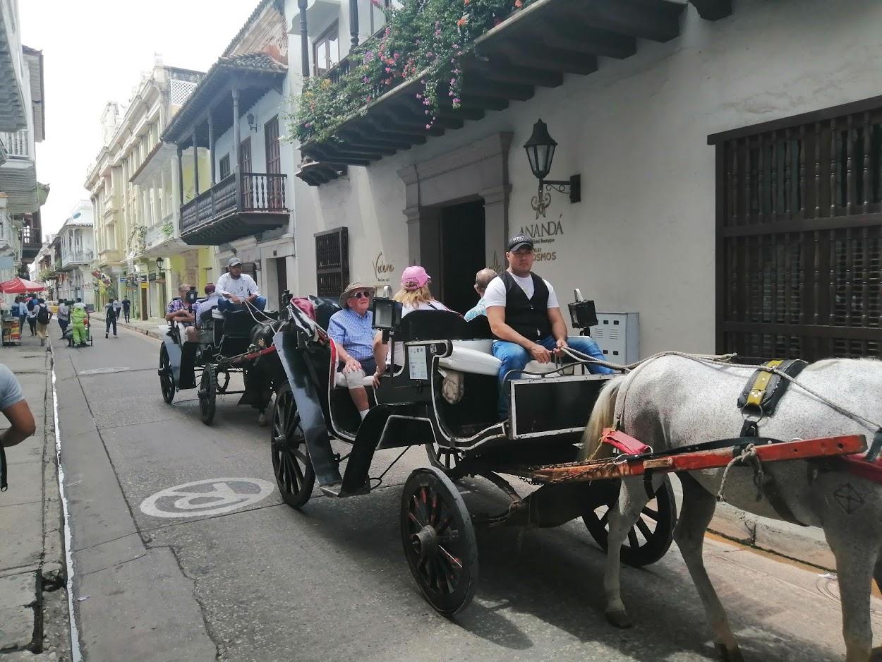 Ordenan a Mintransporte regular actividad de coches turísticos en Cartagena